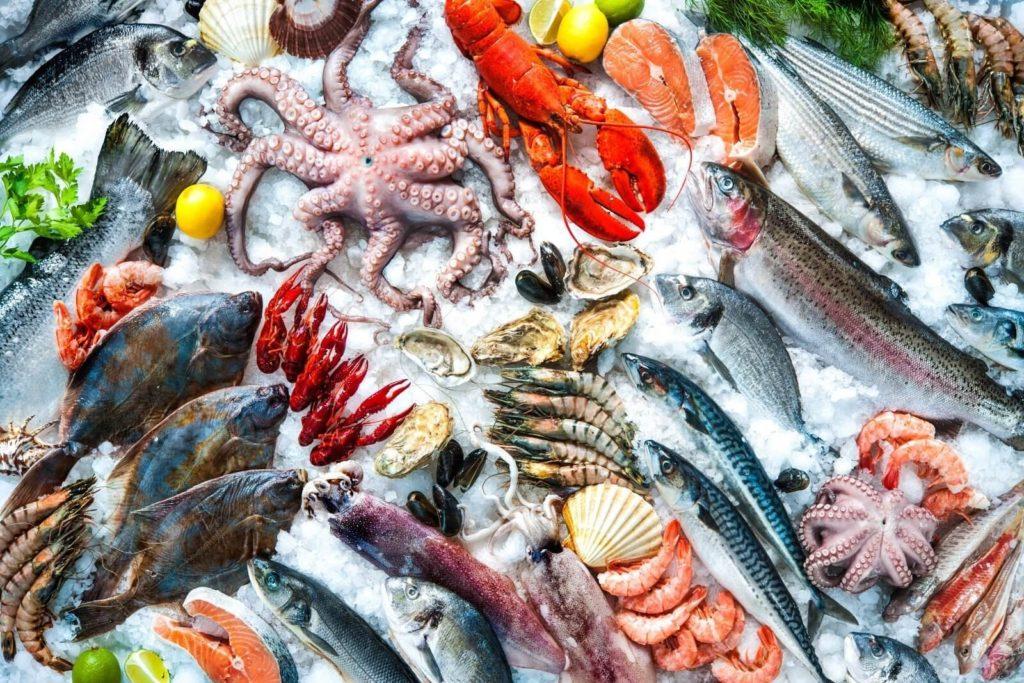 Морепродукты и рыба жирных сортов
